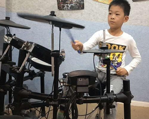 少年架子鼓学员